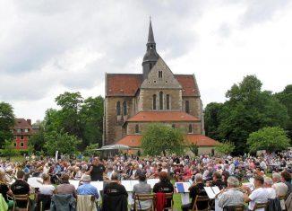 Immer ein Magnet für die Region: Klosterkirche Riddagshausen, hier beim Ökumenischen Pilgertag 2017. Foto: Henning Noske