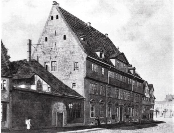 Als erstes Gebäude diente das am Bohlweg gelegene ehemalige Dienstgebäude des Stadtkommandanten. Repro: IBR