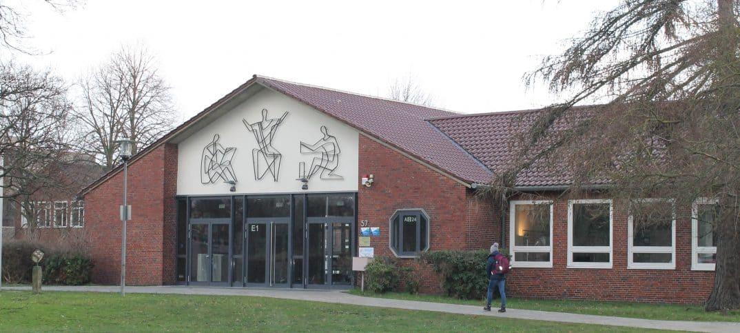 Das Schulgebäude der NO, Haupteingang. Foto: Der Löwe
