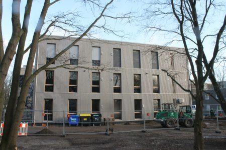 Zwölf neue Klassenräume kann die NO in diesem Neubau seit 2019 nutzen. Foto: Der Löwe