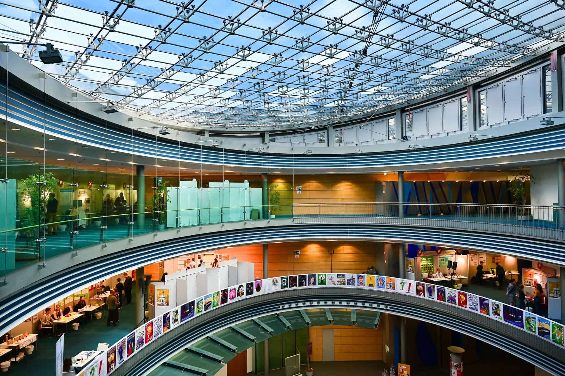 Blick auf die Forschungsstände in den Räumen der Braunschweigischen Landessparkasse. Foto: Die Braunschweigische Stiftung/Andreas Greiner-Napp