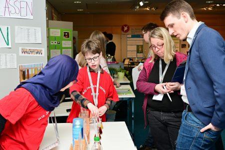 Die jungen Wissenschaftlerinnen und Wissenschaftler mussten sich den Fragen der Jury stellen. Foto: Die Braunschweigische Stiftung/Andreas Greiner-Napp