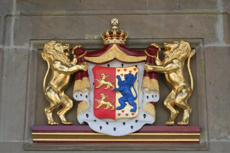Wappenschild der beiden Braunschweigischen Kernherrschaften (links Braunschweig, rechts Lüneburg). Foto: Richard Borek Stiftung