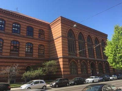 Das Wilhelm Gymnasium an der Leonhardstraße. Foto: Der Löwe