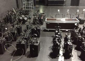 Im LOT-Theater wurde die Beleuchtung abgehängt und gereinigt. Foto: LOT