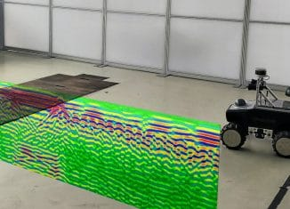 Mobile Roboter und andere Fahrzeuge sollen anhand der Radardaten des Untergrunds navigieren. In den Boden ist das Radarbild hineinmontiert, das der am Roboter montierte Radarsensor dafür bei der Erstellung der Karte aufgenommen hat. Im Radarbild sind die im Boden verborgenen Strukturen zu erkennen: Baustahlmatten, Kanten der in der Mitte befindlichen Grube, Boden der Grube. An solchen und ähnlichen Strukturen soll die Ortung als Basis für die Navigation erfolgen. Foto: IMN / TU Braunschweig