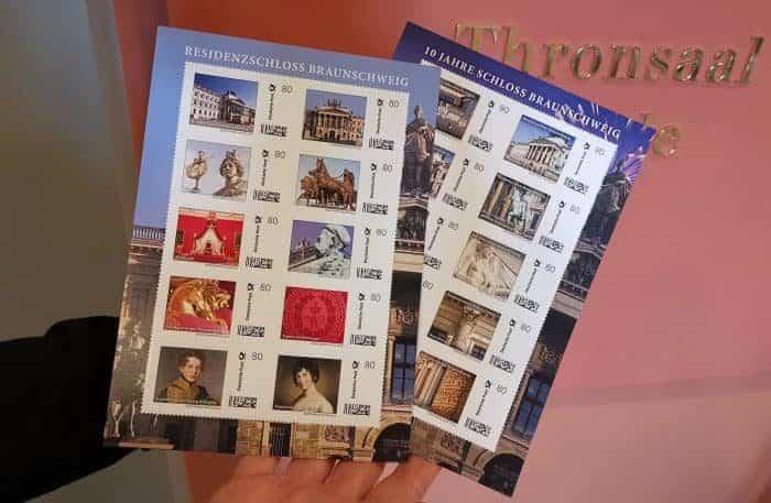 """Im Schlossmuseum Braunschweig sind die Briefmarkenbögen """"Residenzschloss Braunschweig"""" (Erstausgabe 2015) und """"10 Jahre Schloss Braunschweig"""" (Erstausgabe 2017) wieder erhältlich. Foto: Schlossmuseum"""