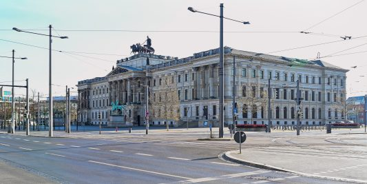 Der Schlossplatz menschenleer. Foto: Andreas Greiner-Napp