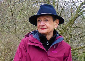 Gut behütet: Pilgerbegleiterin Angela von Schreiber-Stroppe. Foto: Privat