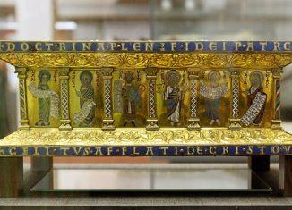 Der Welfenschatz umfasst kostbare Altaraufsätze, Schmuckkreuze und Schreine aus dem Braunschweiger Dom. Die Goldschmiedearbeiten aus dem 11. bis 15. Jahrhundert gelangten 1671 in den Besitz des Welfenhauses (Archivbild). Foto: Alina Novopashina / dpa