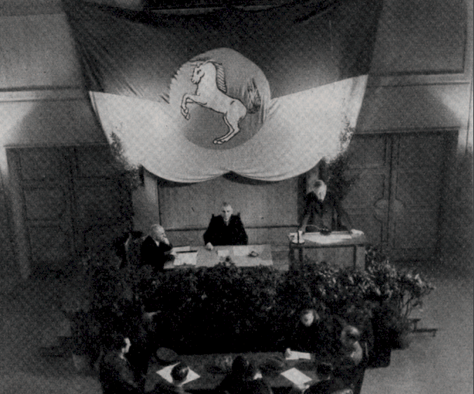 Prof. Gerhard von Frankenberg (am Rednerpult) während der letzten Sitzung des Braunschweigischen Landtags. Foto: Universitätsbibliothek Braunschweig