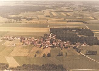 Blick vom Rüper Berg in nördliche Richtung auf den Wendeburger Ortsteil Rüper. Foto: Braunschweigische Landschaft /Luftbild: AEROPHOT – DEMUSS, 1979