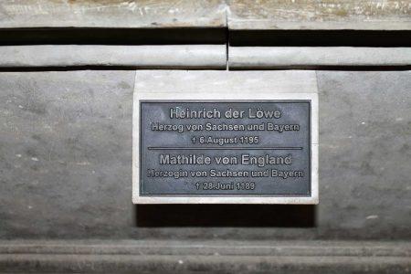 Inschrift des Grabmals im Dom. Foto: Der Löwe