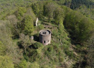 Blick aus der Luft auf die Ruine der Homburg. Foto: SBK/Sebastian Rustenbach