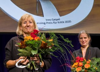 Ines Geipel erhielt den Lessing Preis für Kritik. Rechts Laudatorin Insa Wilke. Foto: Lessing-Akademie