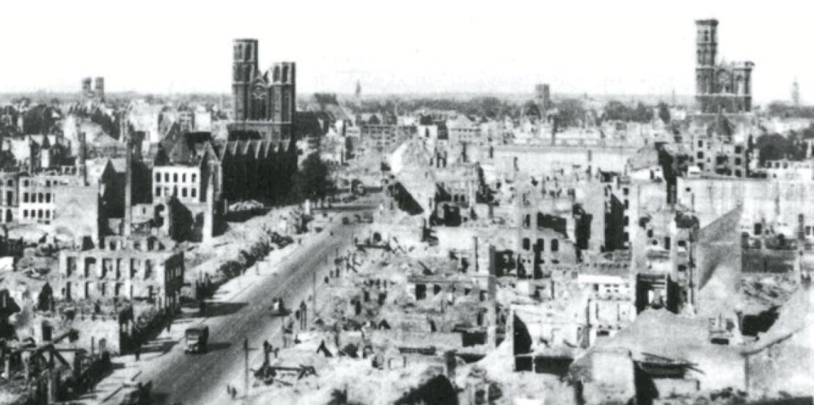Blick auf die zerstörte Stadt (hier Fallersleber Straße). Repro: IBR