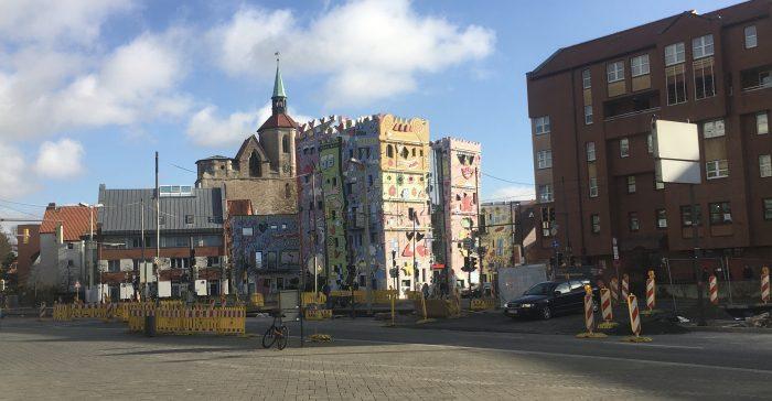 Die Georg-Eckert-Straße und das Rizzi-Haus im Zentrum werden kritisch gesehen. Foto: Der Löwe