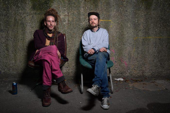 Torben Laib (links) und Lukas Harris arbeiten an Schitzophonie II. Foto: SBK / Andreas Greiner-Napp
