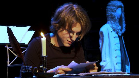 Marius Zernatto als Wolfgang Amadeus Mozart. Filmstill: Felix Metzner / Theater der Jugend