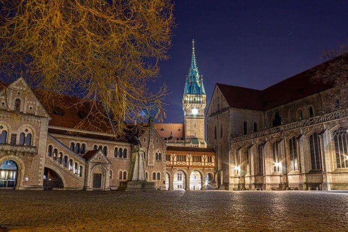 Blick auf den abendlichen Burgplatz als Zentrum der bedeutendsten Traditionsinsel. Foto: Vladan Rajkovic