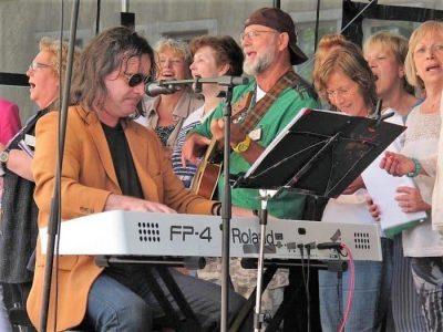"""Musiker Peter Stoppok beim Projekt """"Singende Landschaft"""" in Wolfenbüttel. Foto: privat"""