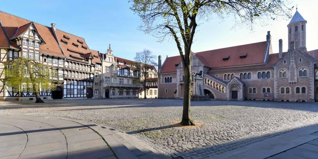 Burgplatz mit Veltheimischen und Huneborstelschem Haus (links). Foto: Der Löwe/Andreas Greiner-Napp