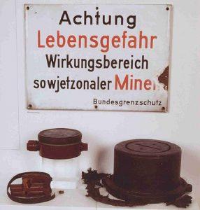 Blick in eine Vitrine. Foto: Zonengrenz-Museum
