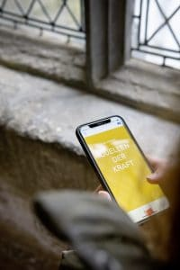 Die Stationen können kostenlos über das Smartphone erfahren werden. Foto: komplementaer
