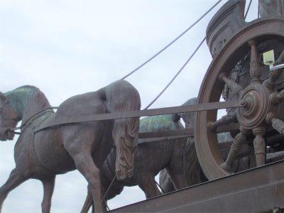 Niemand weiß, wie es nach zwölf Jahren im Triumphwagen aussieht. Foto: Wedemeyer
