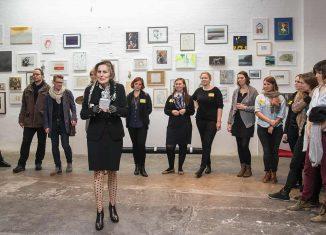 """Anne Mueller von der Haegen eröffnet das Kunstfest der offenen Ateliers """"Kunst… hier und jetzt"""" im Jahr 2015. Foto: Der Löwe / Peter Sierigk"""