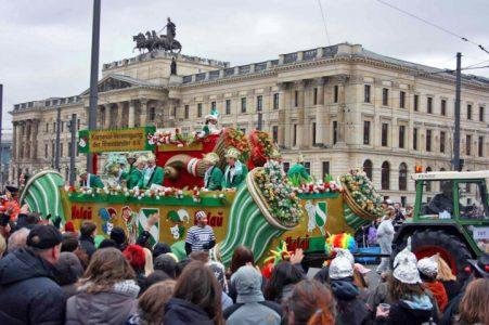 Der Schoduvel ist Norddeutschlands größter Karnevalsumzug. Foto: Stadtmarketing/Daniel Möller