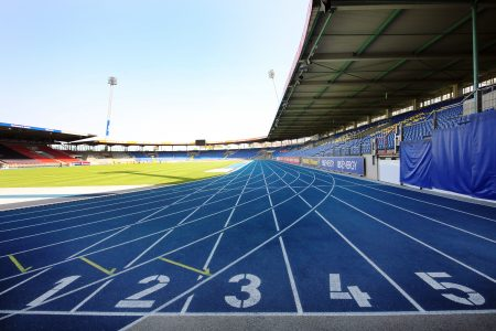 Die blaue Laufbahn passt perfekt zum Eintracht-Stadion. Foto: Stadthallen GmbH / Polytan
