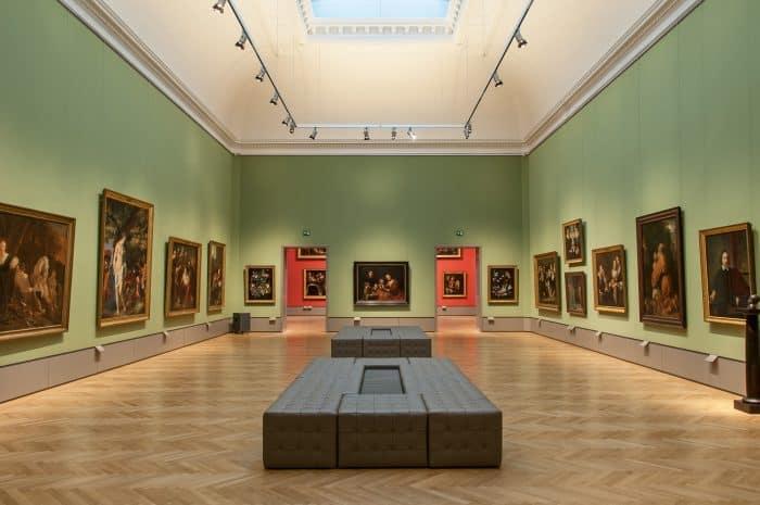 Blick in den vierten Oberlichtsaal auf Rembrandts Familienbild an der Stirnseite. Foto: Herzog Anton Ulrich-Museum