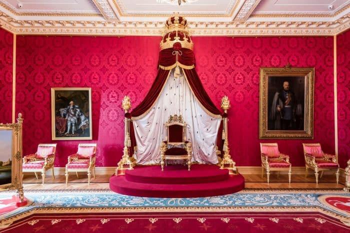 Der Thron (Leihgabe des Braunschweigischen Landesmuseums) ist das Herzstück des Schlossmuseums. Foto: Schlossmuseum/Marek Kruszewski