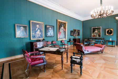 Das Arbeitszimmer mit Schreibtisch und Ledersessel des Herzogs. Foto: Schlossmuseum/Marek Kruszewski