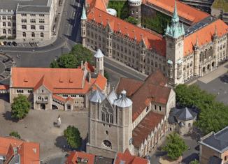 Luftbilder sind ein besonderes Merkmal (hier der Burgplatz). Screenshot: der Löwe