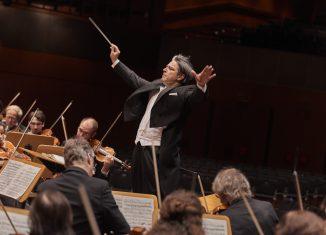 Generalmusikdirektor Srba Dinić mit dem Staatsorchester während einer Probe. Foto: Staatstheater
