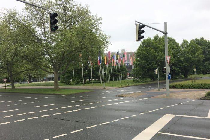 Der Europaplatz ist als Platz kaum wahrnehmbar. Foto: Der Löwe