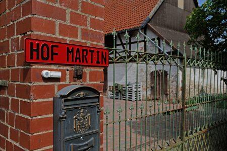 Schild an der Auffahrt. Foto: Rosemarie Garbe