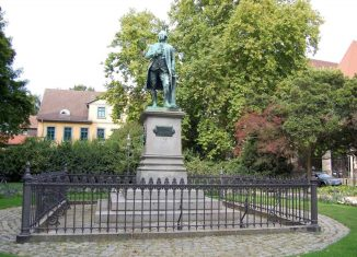 "Der ""Kleine"" Lessingplatz mit dem Lessing-Denkmal. Foto: Thomas Oswald"