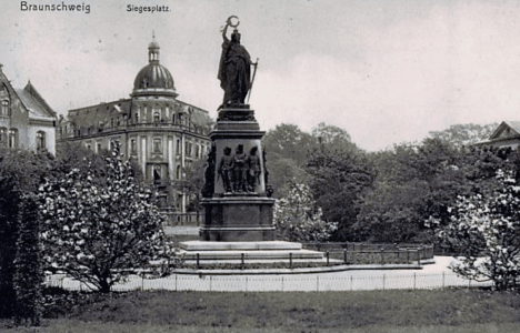 Ansichtskarte des früheren Siegesplatzes. Archiv: Thomas Ostwald