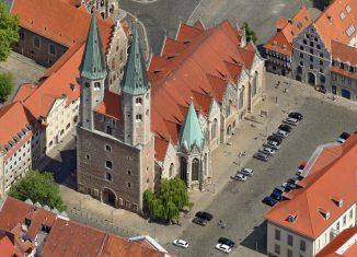 Luftbild des Platzes an der Martinikirche. Foto: Hajo Dietz, Nürnberg Luftbild
