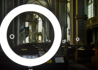 Lichtinstallation der Bezugsgruppe Rainer Rauch in St. Martini. Foto: SBK / Andreas Greiner-Napp