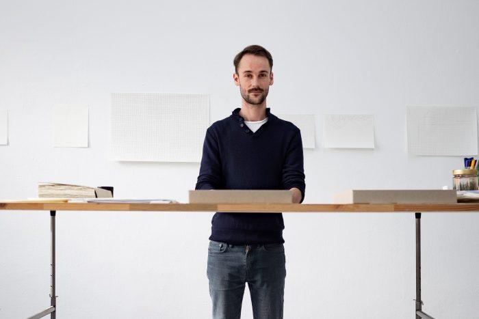 Christian Schiebe in der Druckwerkstatt der Städtischen Galerie Wolfsburg. Foto: DBS