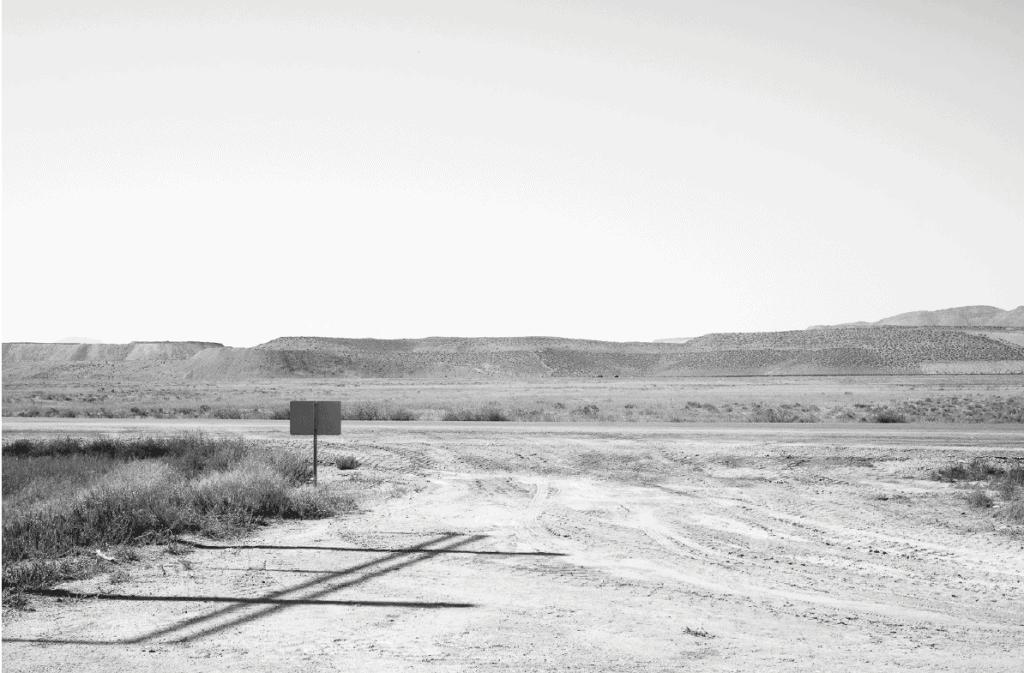 Owen Gump, Tailings Pile, Lyon County, Nevada, 2018 Pigmentdruck auf Baryta Papier, Courtesy BQ Berlin. Foto: Owen Gump