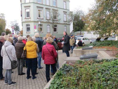 Stadtrundgang zur jüdischen Geschichte in Peine mit Jens Binner (rechts). Foto: Israel Jacobson Netzwerk
