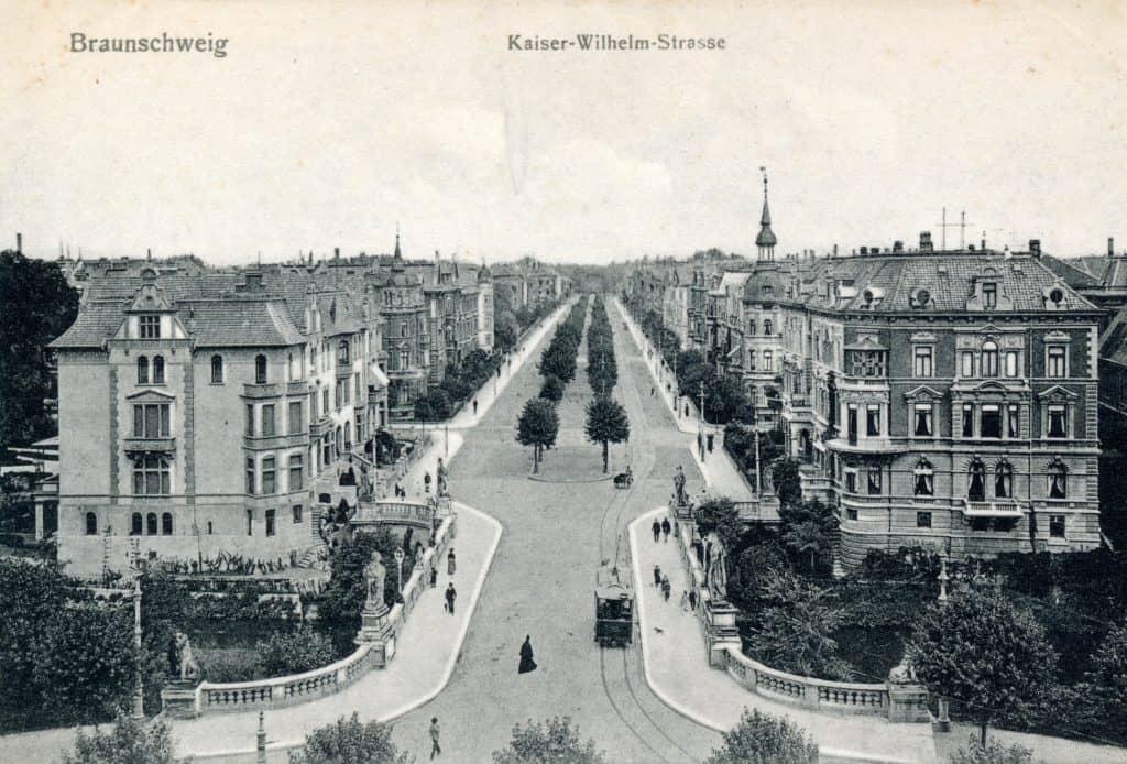 Postkarte von der Kaiser-Wilhelm Allee, 1906. Foto: gemeinfrei