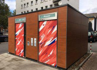 Gefällt nicht jedem: die neue öffentliche WC-Anlage Südstraße in Pop-Art. Foto: Der Löwe